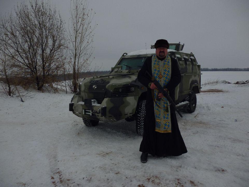 Епископ Кирилл с автоматом
