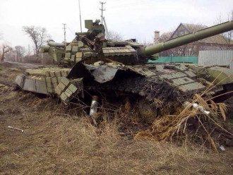 Подбитый российский танк на Донбассе, иллюстрация