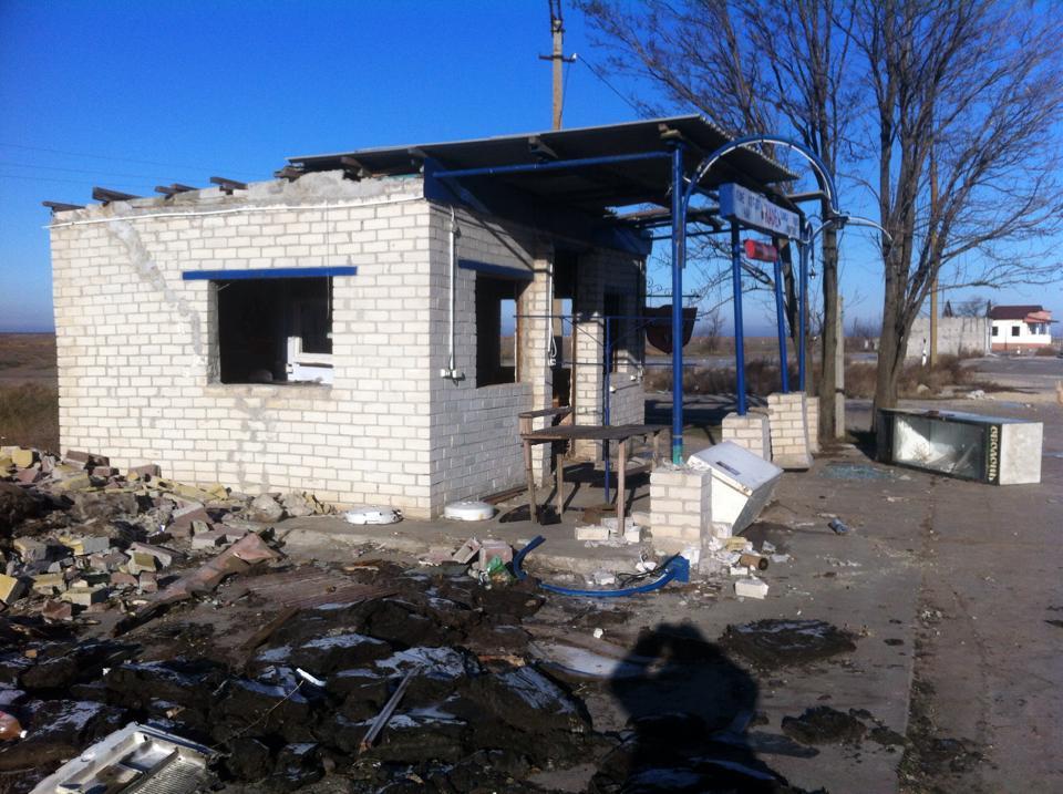 Покидая Чонгар, россияне разграбили кафе: прихватили даже унитазы – опубликованы фото