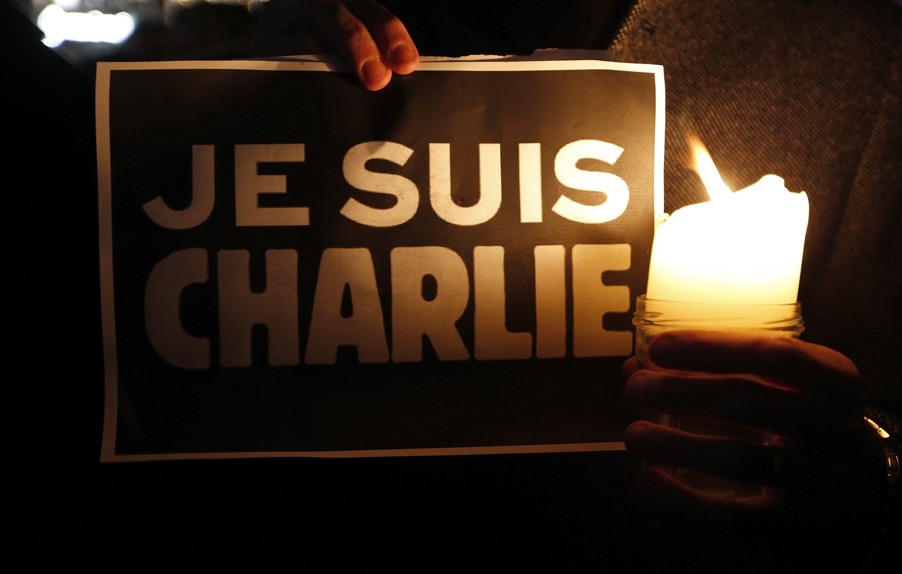 После расстрела журналистов по всему миру прошли акции памяти