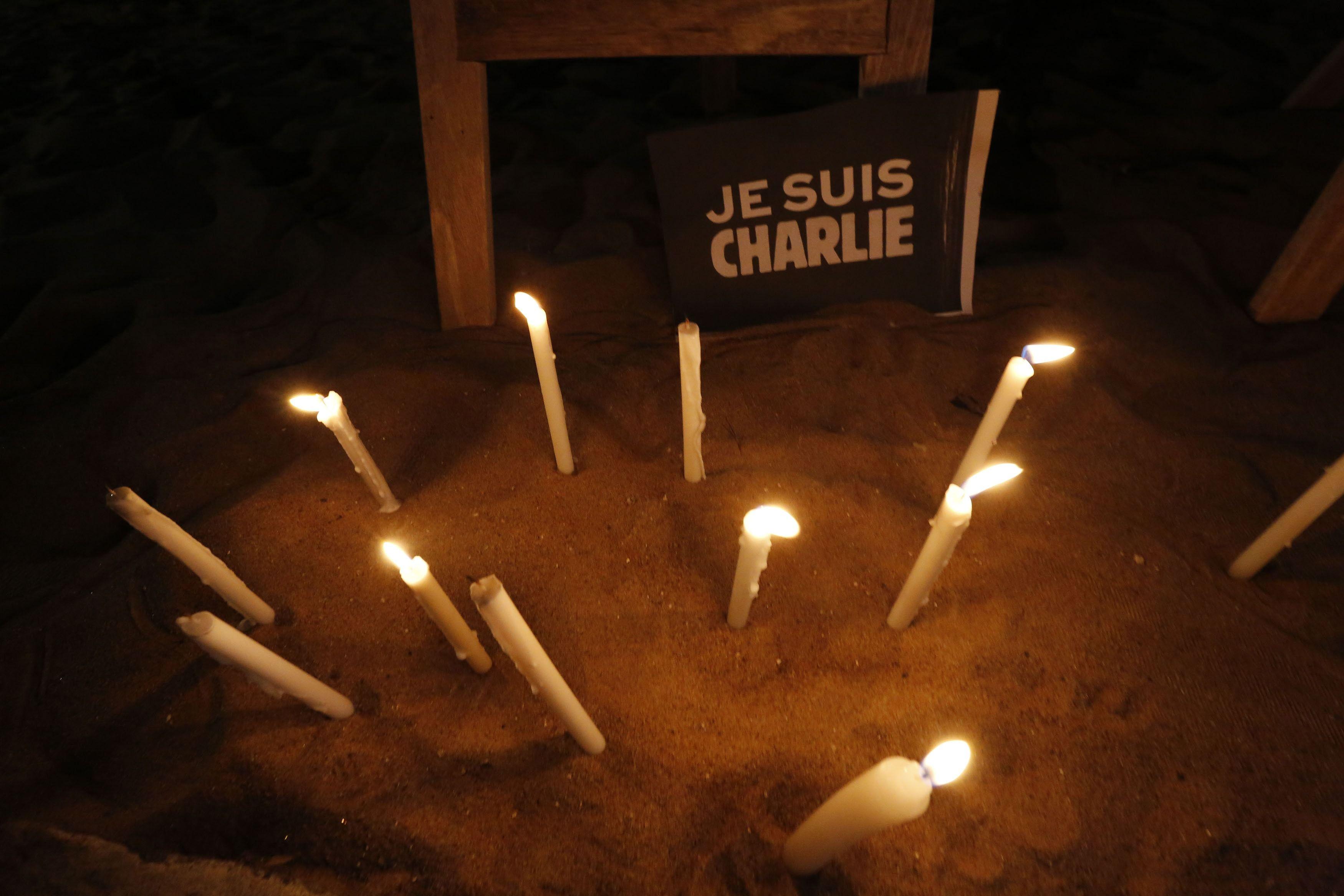 В память жертв террористов в Париже, иллюстрация