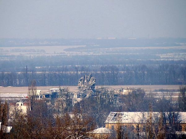 Руины диспетчерской вышки в аэропорту Донецка, иллюстрация