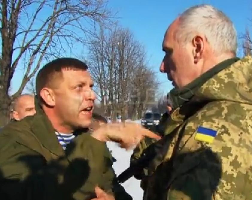 Захарченко закатил истерику возле дома своей тещи