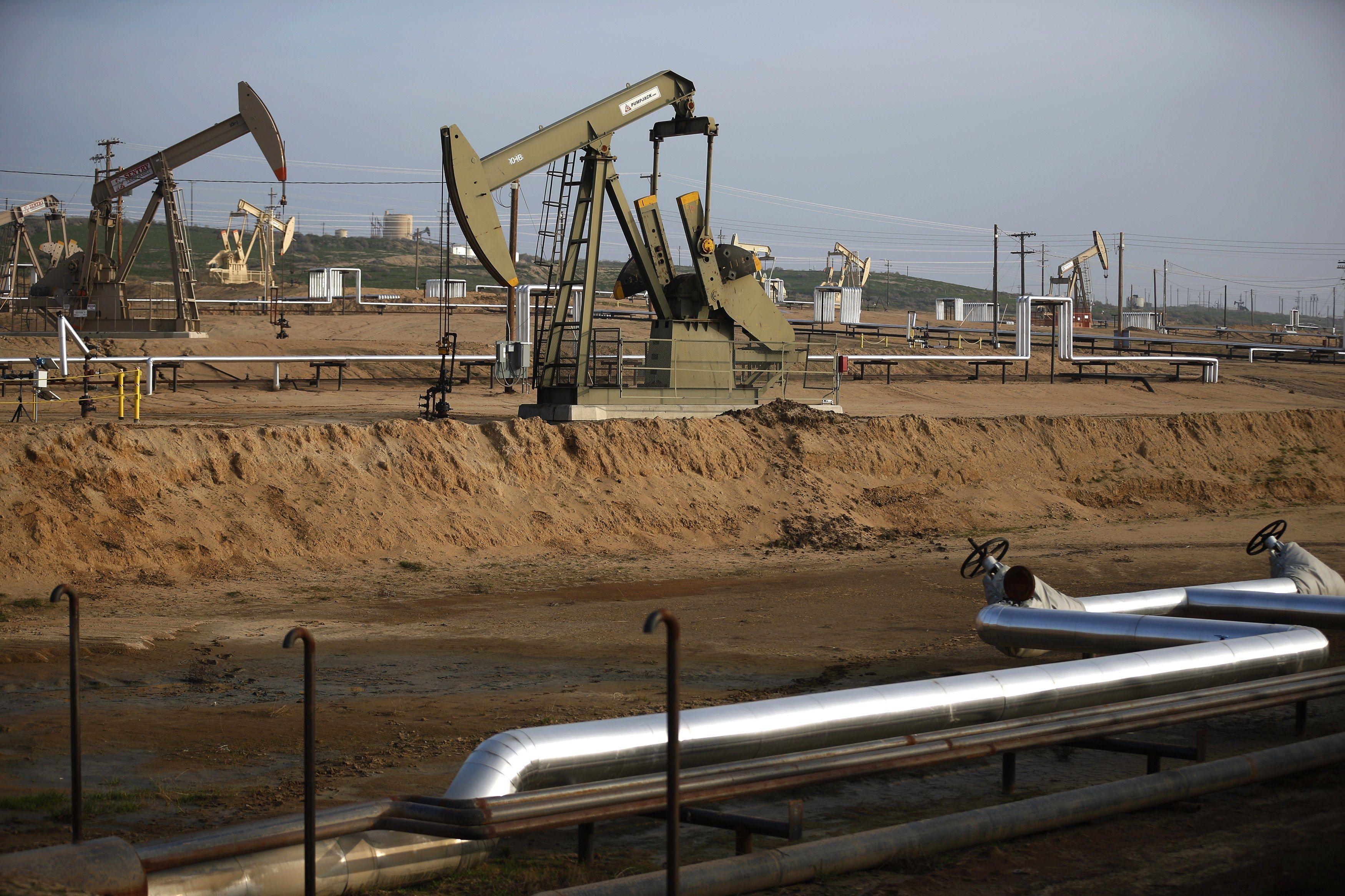 Нефтяные вышки, иллюстрация