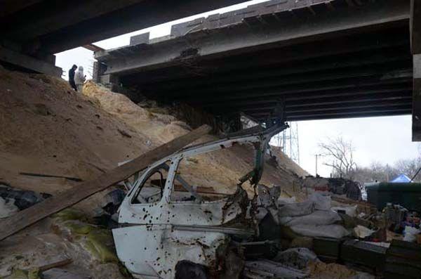 Боевики методично обстреливали мост в Песках