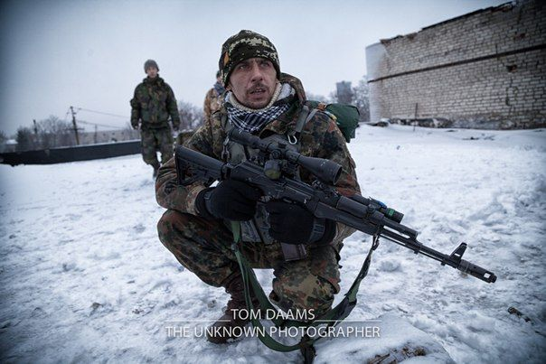 Украинский боец в Песках, иллюстрация