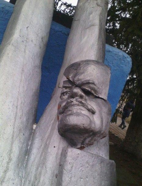 На Николаевщине снесли памятник Ленину