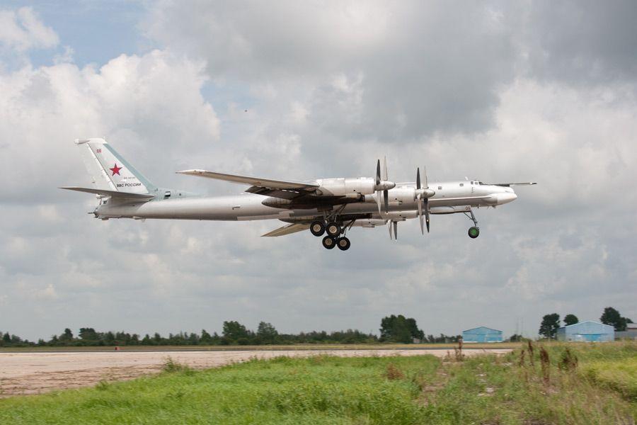 Российский бомбардировщик Ту-95МС, иллюстрация
