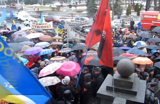В Полтаве активисты заняли горсовет