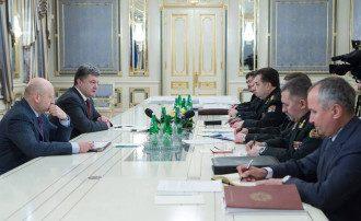 Порошенко и Турчинов на совещании с силовиками