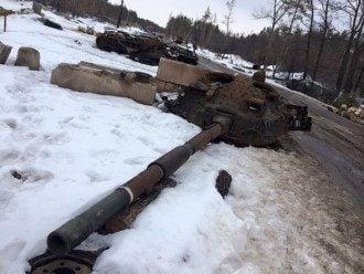 Подбитая бронетехника боевиков, иллюстрация