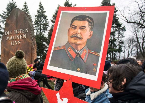 В России собираются ставить новые памятники Сталину