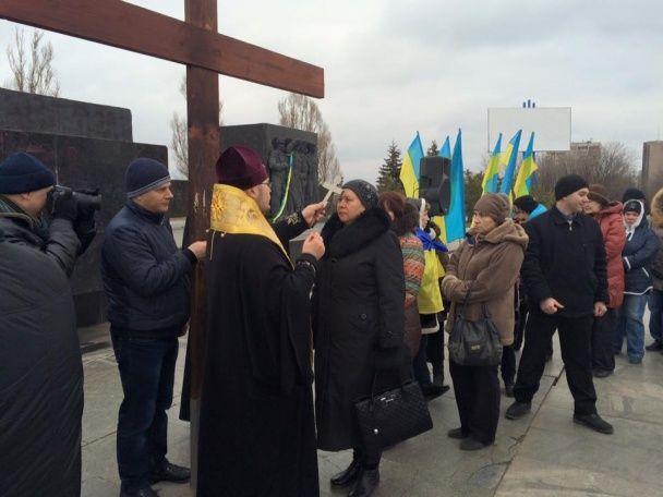 Мариупольцы вышли на митинг: Путлер, хватит нас убивать!