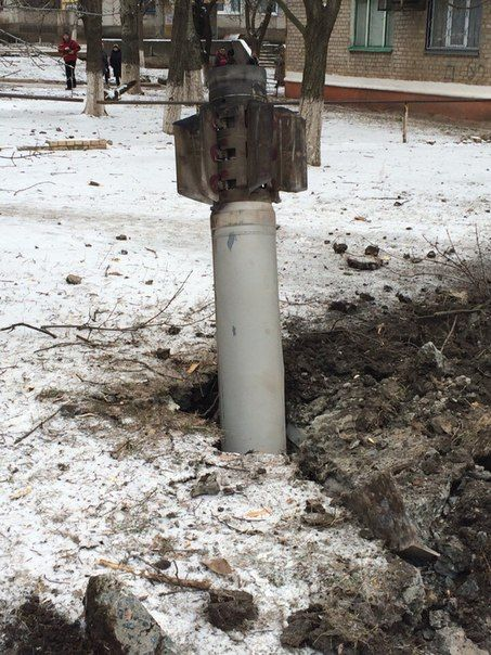 Снаряд упал в центре города по ул. Дворцовая.