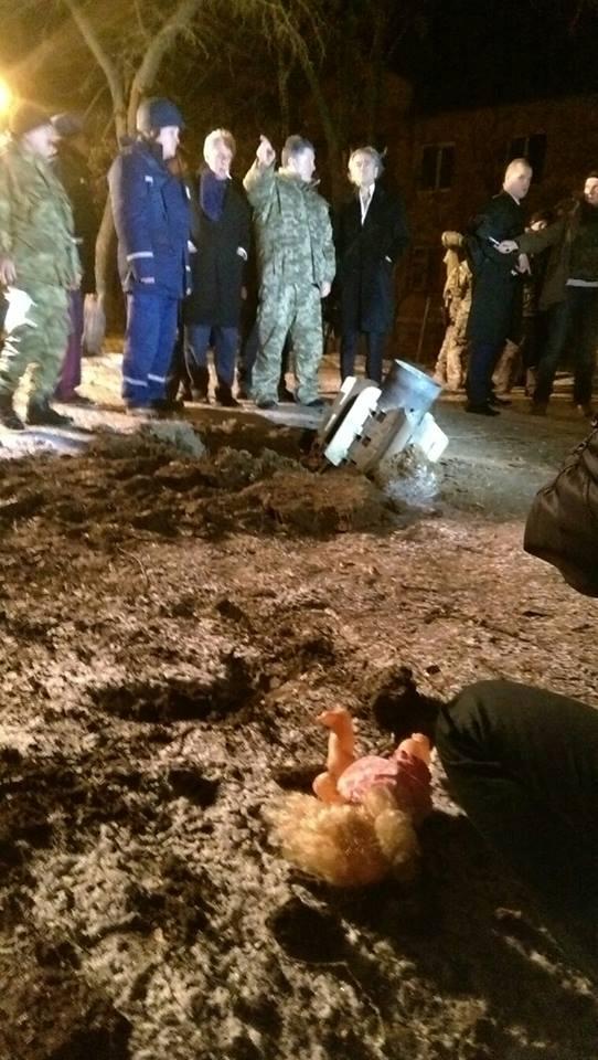 Порошенко ночью посетил обстрелянный Краматорск: опубликованы фото и видео
