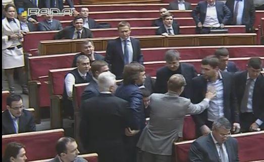 Потасовка Парасюка и Литвина в Раде