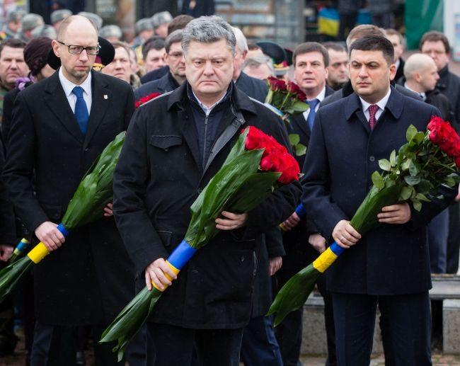 Порошенко возложил цветы к Мемориальному комплексу украинцам, погибшим в Афганистане.