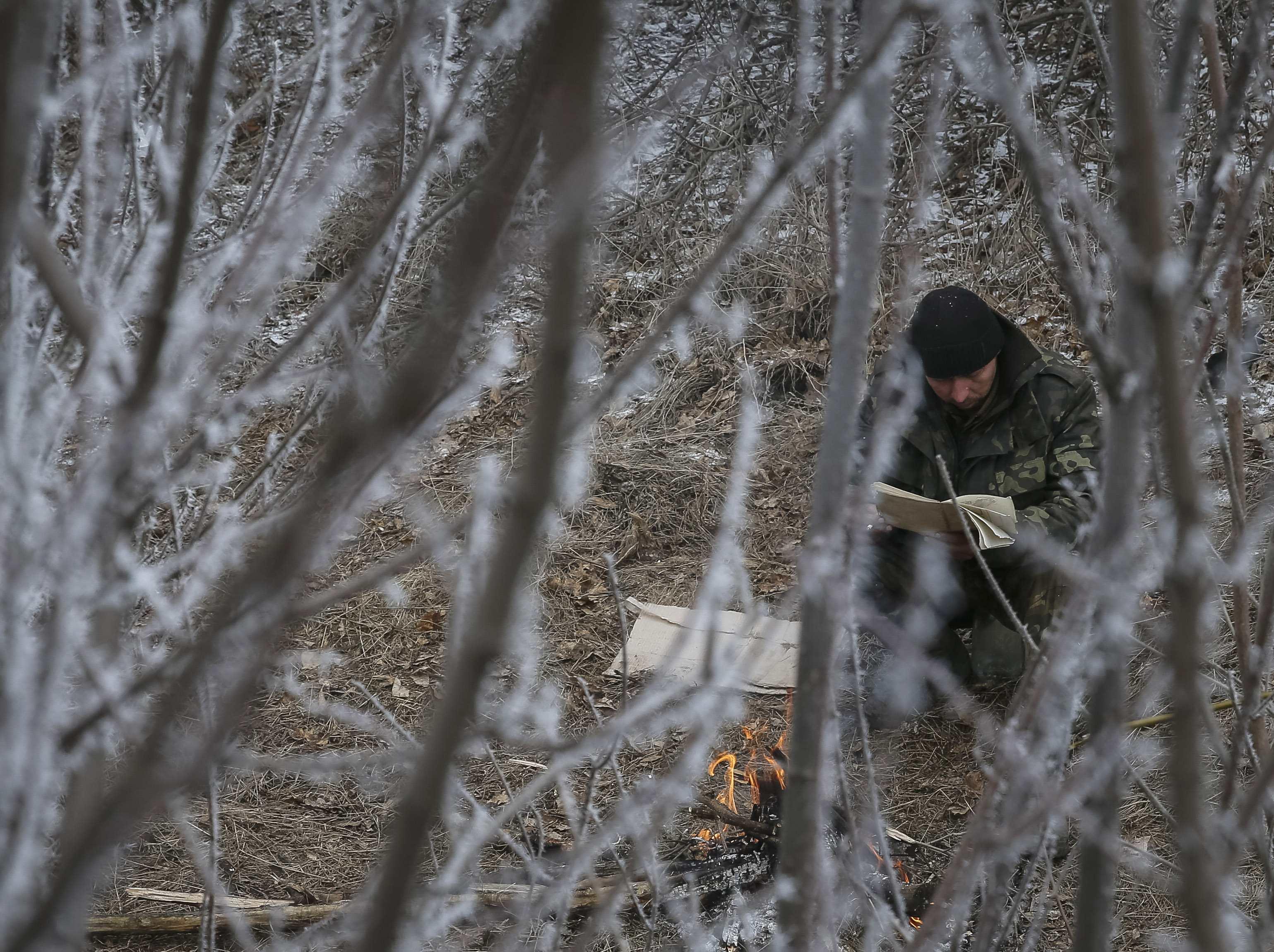 Первое туманное утро перемирия под Дебальцево, футбол, книги и задумчивые лица, опубликованы фото и видео