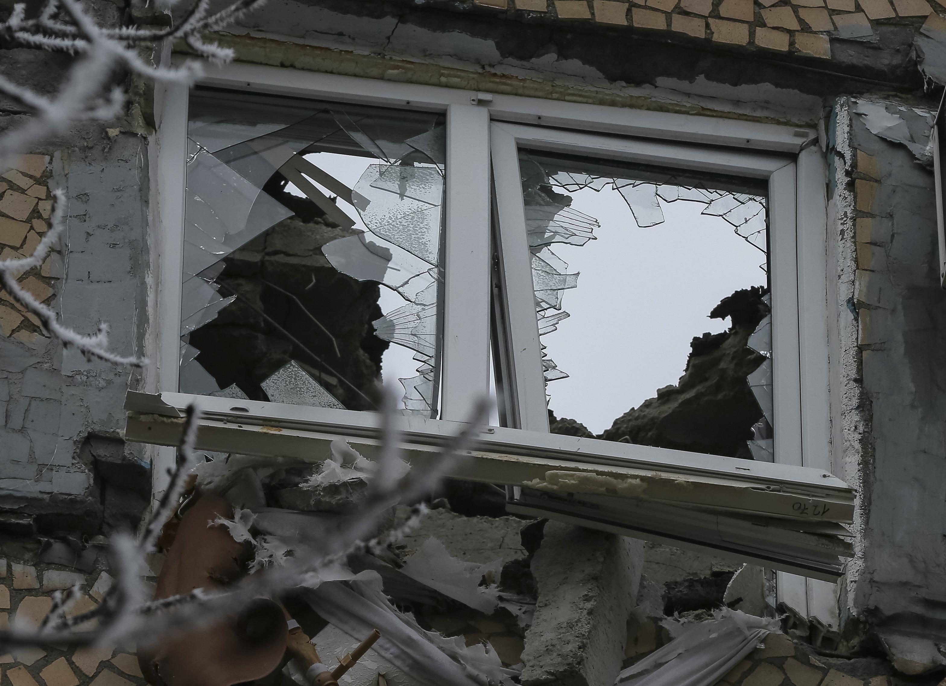 С 18 до 24 часов боевики 13 раз обстреливали украинские позиции.
