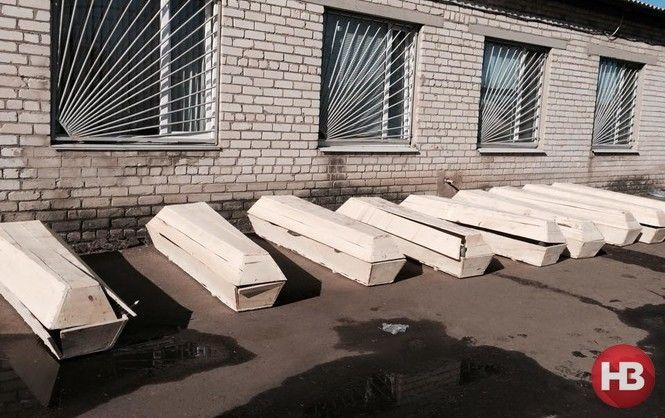 Гробы для жертв войны на Донбассе