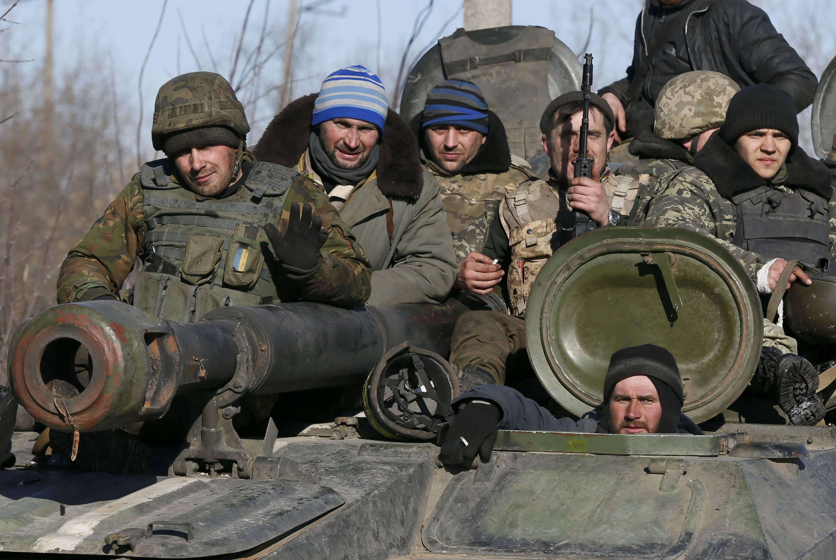 Украинские бойцы под Дебальцево