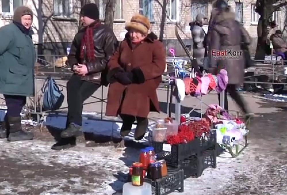 Луганчане продают одежду и личные вещи, чтобы купить еду