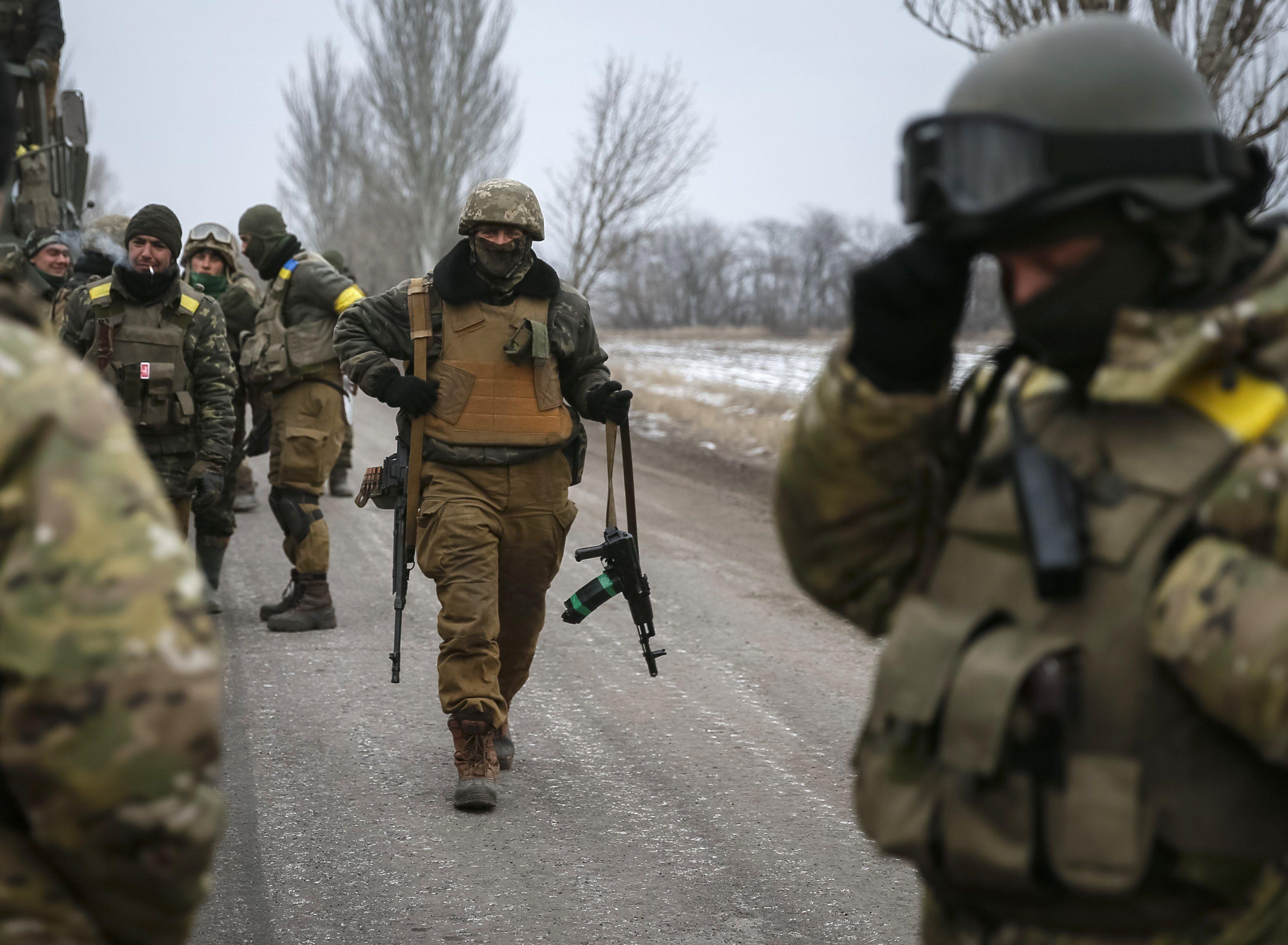 Украинские воины после отхода из Дебальцево