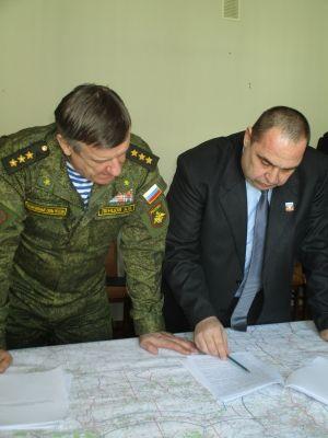 Игорь Плотницкий (справа)