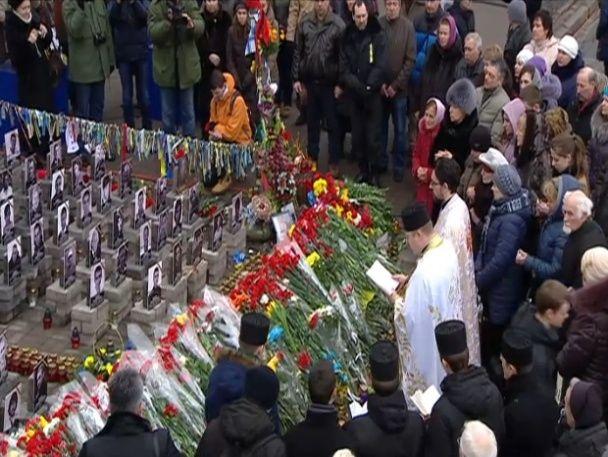 В Киеве провели молебен возле мемориала Небесной сотни