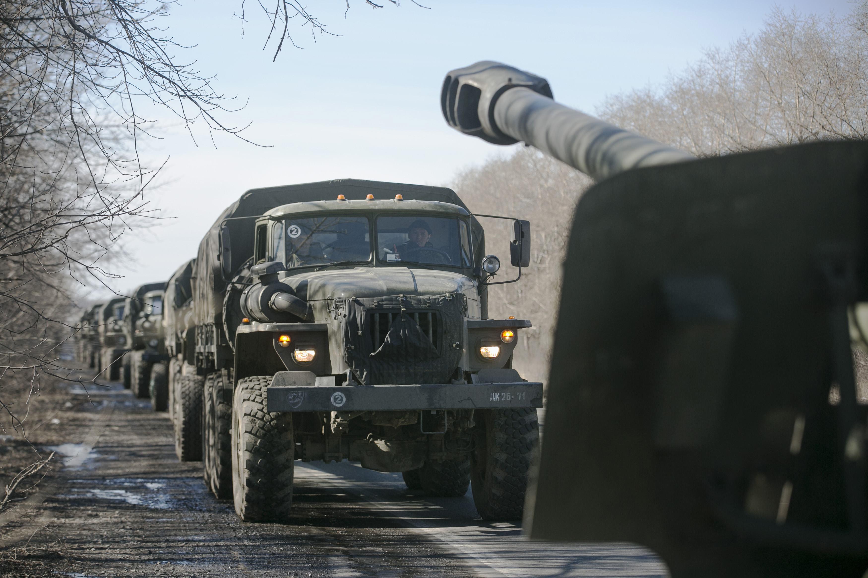 Перемещение артиллерии боевиками