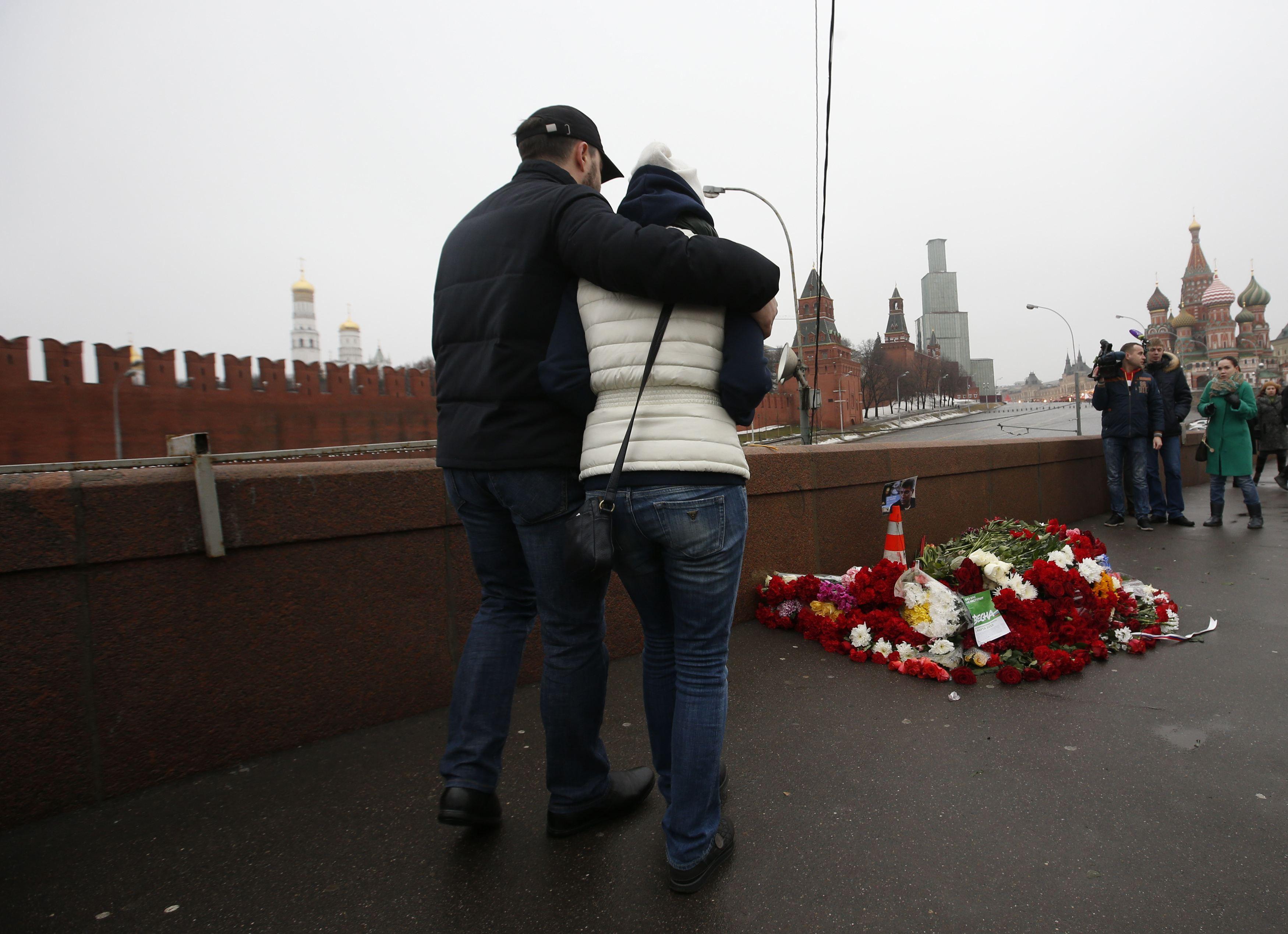 Навальный не исключает слежки за Немцовым