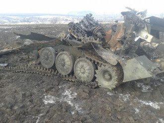 Уничтоженный российский танк, иллюстрация