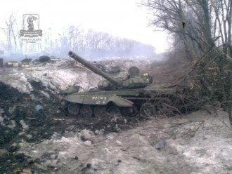 Уничтоженный танк боевиков, иллюстрация