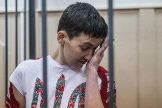 Российский суд оставил Савченко за решеткой