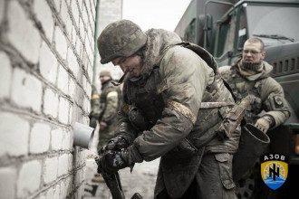 Бойцы Азова ведут бой, иллюстрация