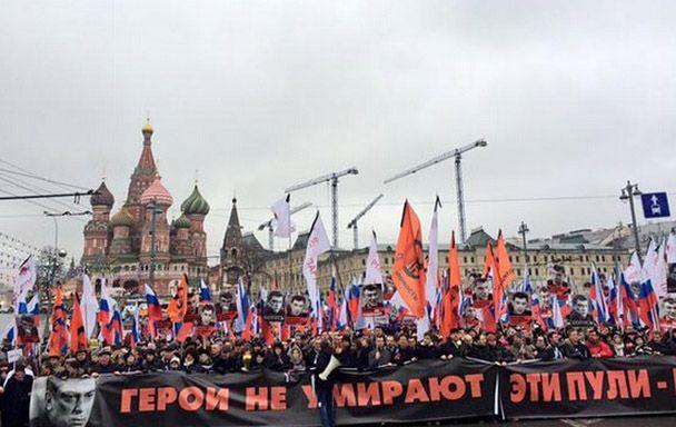 Колонна в центре Москвы