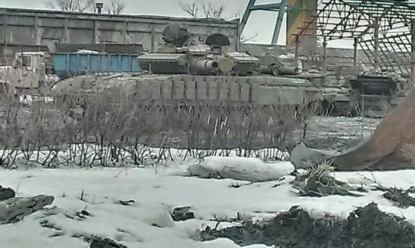 Российский танк, отведенный на Луганщину