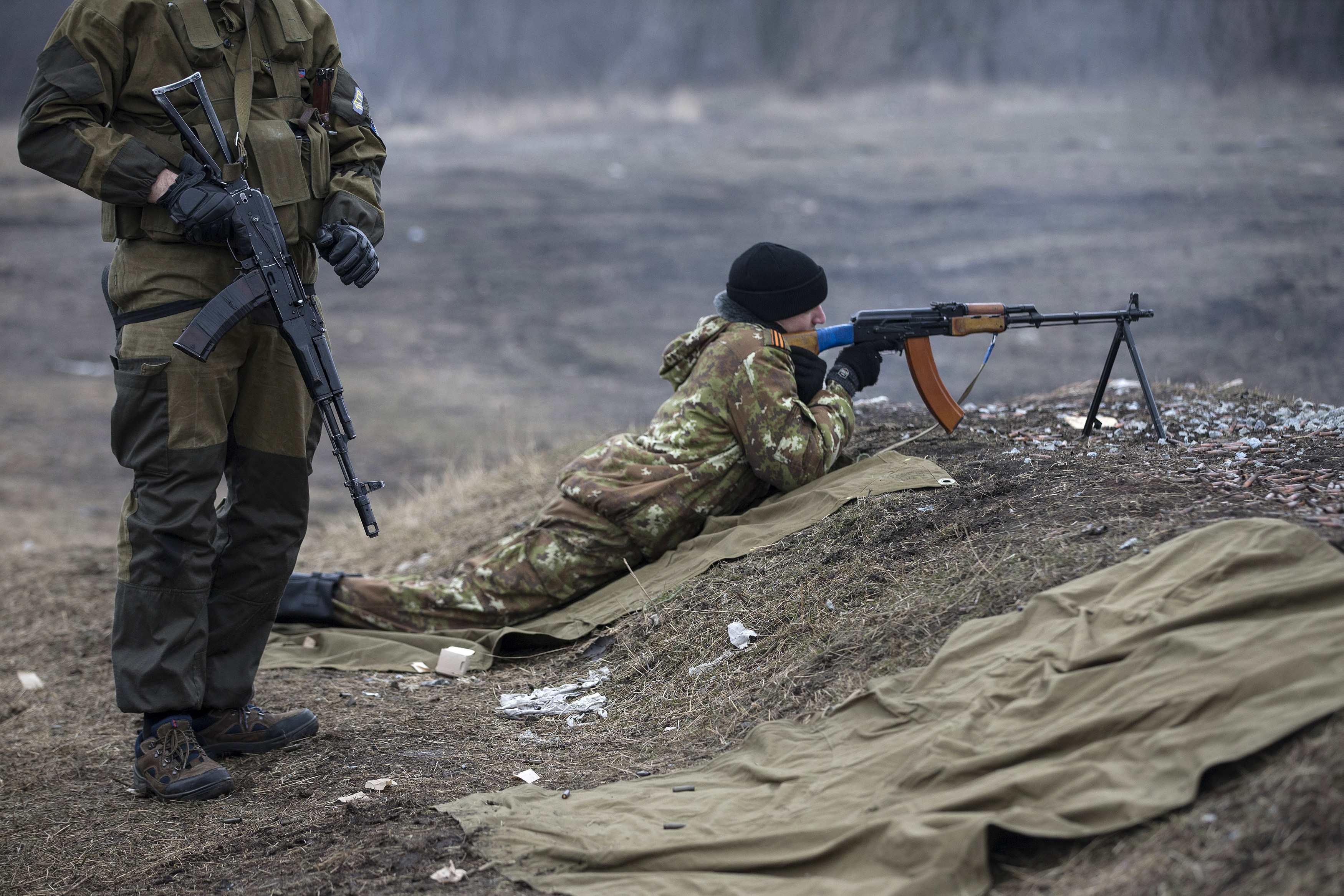 Боевик ДНР у пулемета, иллюстрация