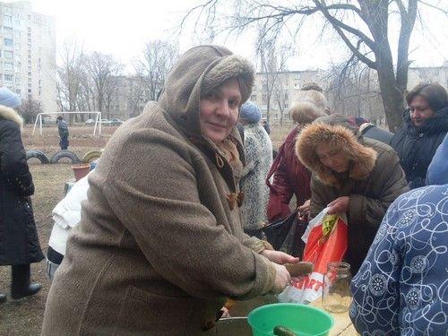 Реалии ЛНР: голодные жители Луганска выстраиваются в очереди за едой: опубликованы фото
