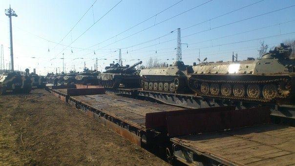 Россия пригнала в Амвросиевку эшелон с военной техникой, иллюстрация