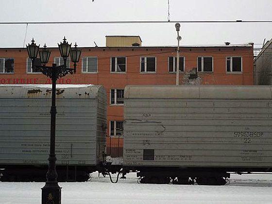Грузовые вагоны в оккупированном Дебальцево, иллюстрация