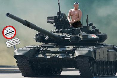 Путин на танке несет