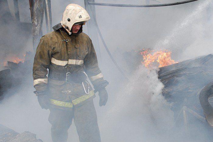 В центре Мариуполя - серьезный пожар, иллюстрация