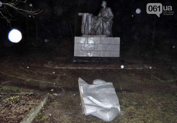 """Массовый """"Ленинопад"""" на Запорожье: памятники снесли сразу в 4 селах, опубликованы фото"""