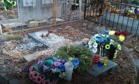 Могила Евгения Гуцало без памятника