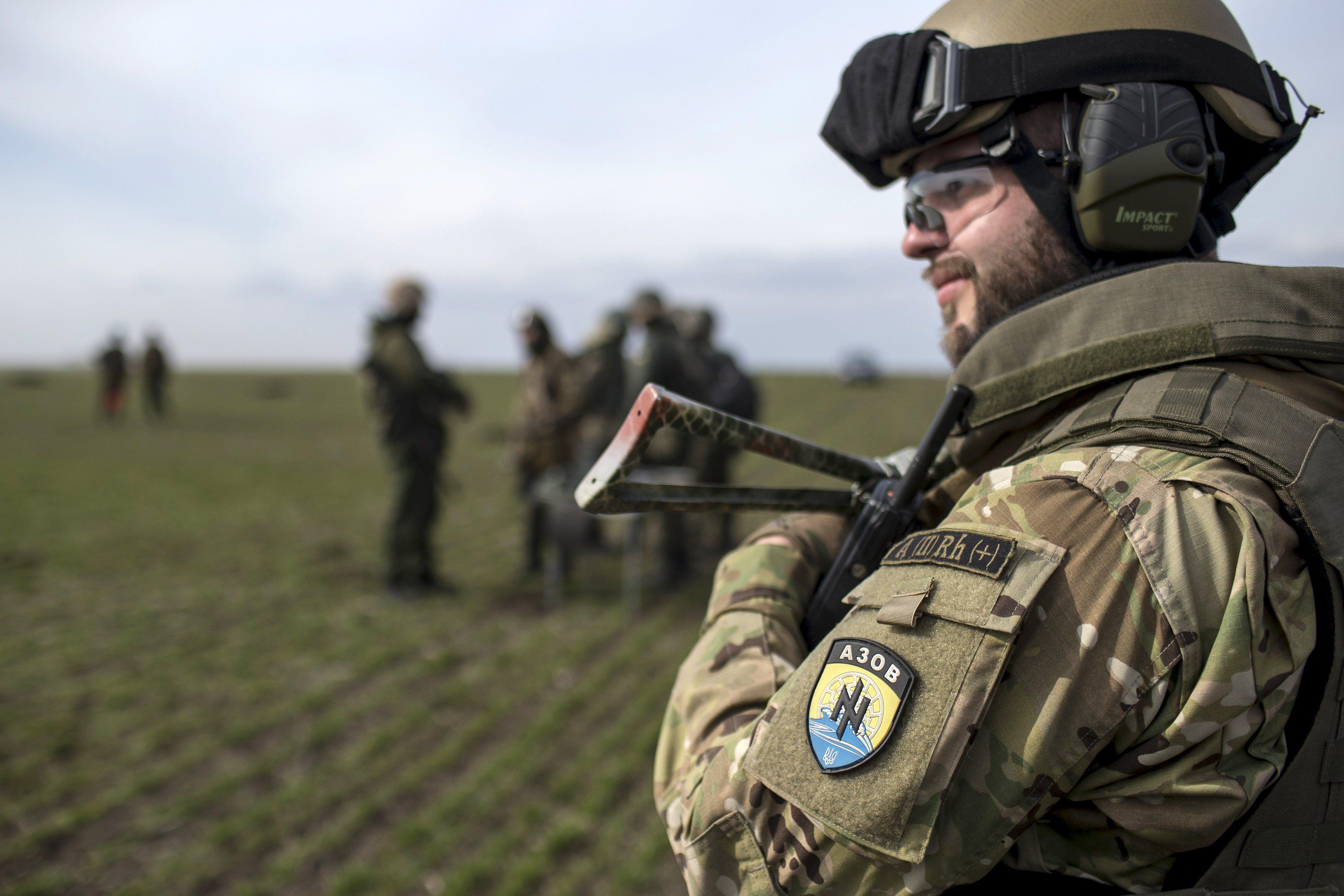 """Отряд вместо полка. Националисты """"Азова"""" вернулся на передовую на Донбассе"""