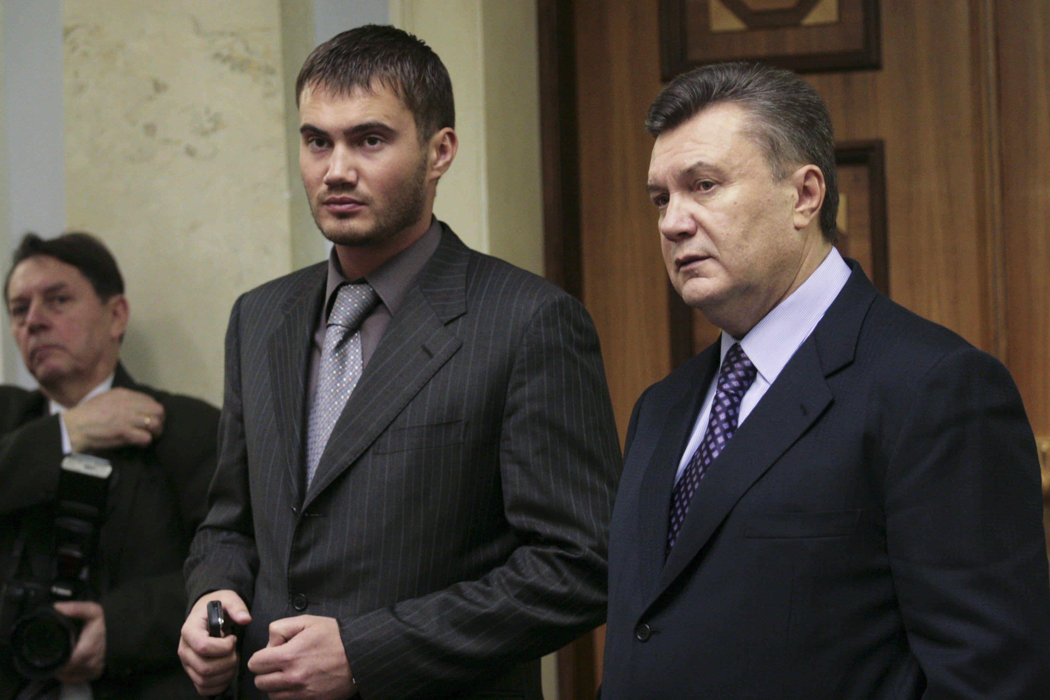 Отец и сын Януковичи