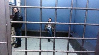 Алексей Гончаренко в комнате задержанных