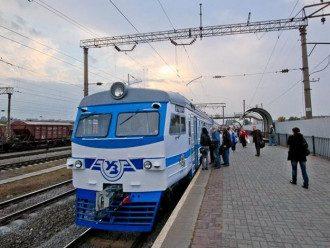 В Киеве 50 вандалов остановили электричку