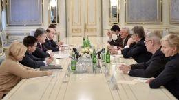 Порошенко встретился с делегацией бывших лидеров государств, входящих в Совет Международного центра Низами.